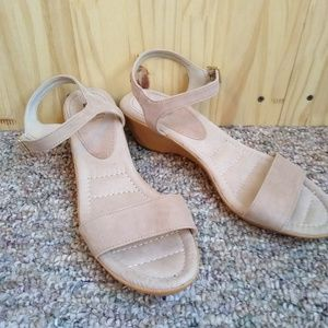 White Mountain womans leather upper sandal sz 9.5M